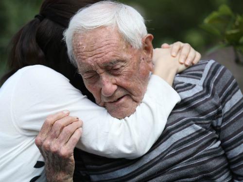 Tiến sĩ 104 tuổi hai lần mở van thuốc độc mới được chết êm ái - ảnh 3