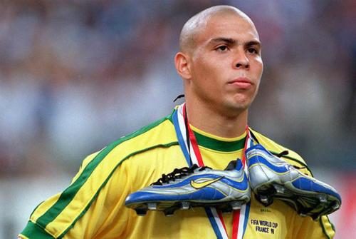 Người ngoài hành tinh Ronaldo lên cơn động kinh trước trận chung kết World Cup 1998. Ảnh: AL.