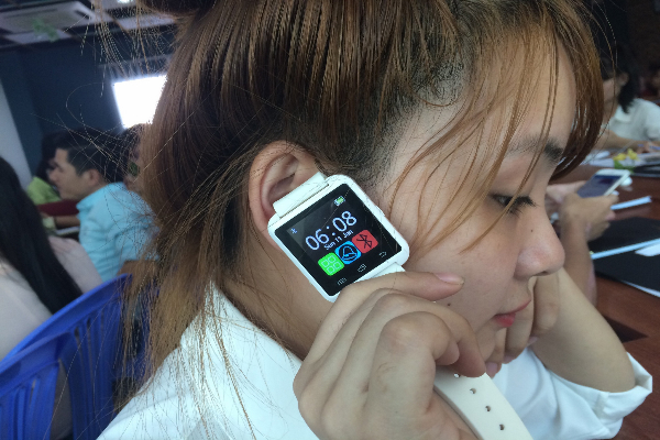 Thiết bị theo dõi sức khỏe đa số có thiết kế như một chiếc đồng hồ điện tử. Ảnh: Cẩm Anh