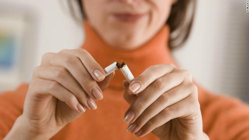 Thuốc lá gây nhiều hệ lụy cho sức khỏe. Ảnh: CNN