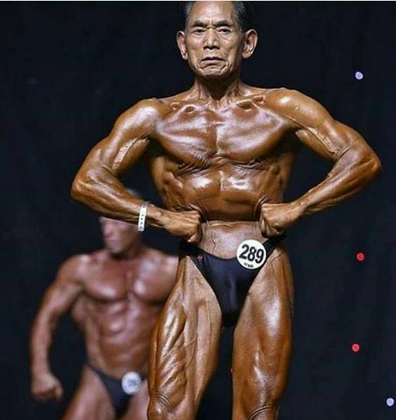 Ông Kanazawa trong một cuộc thi thể hình 2 năm trước. Ảnh: OC.