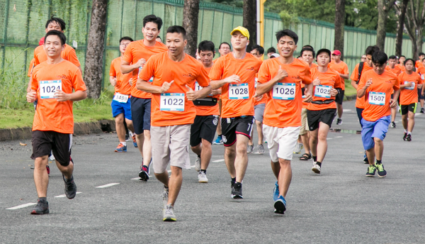 Chương trình chạy bộ gây quỹ giúp trẻ sơ sinh năm 2017. Ảnh: T.V