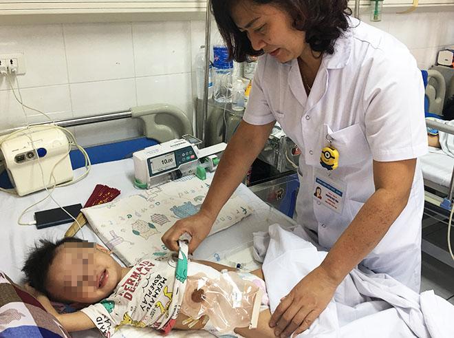 Trẻ đang tiếp tục được điều trị tại Bệnh viện. Ảnh: Bệnh viện cung cấp.