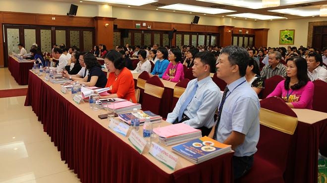 Gần 500 lãnh đạo, trưởng phòng quản lý chất lượng, trưởng khoa dinh dưỡng tiết chế các bệnh viện tuyến tỉnh của 32 tỉnh thành phía Nam, các trường đại học và các hội y khoa tham dự hội nghị.