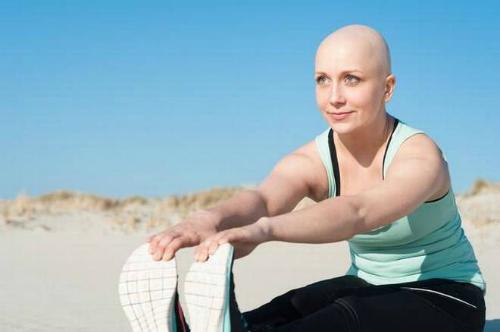 Tập luyện đúng cách không chỉ giúp bạn khỏe mạnh, mà còn là một cách để đẩy lùi ung thư. Ảnh: The Hindu.
