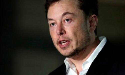 Elon Musk làm việc hơn 17 tiếng mỗi ngày. Ảnh: CNN.