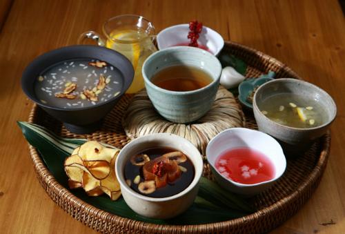 Người Hàn Quốc dùng sâm chế biến thành nhiều món ăn. Ảnh: Seoulcitytour