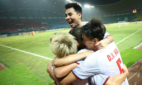 Các cầu thủ Việt Nam chuẩn bị bước vào bán kết Asiad 2018 với Hàn Quốc. Ảnh: Đức Đồng.