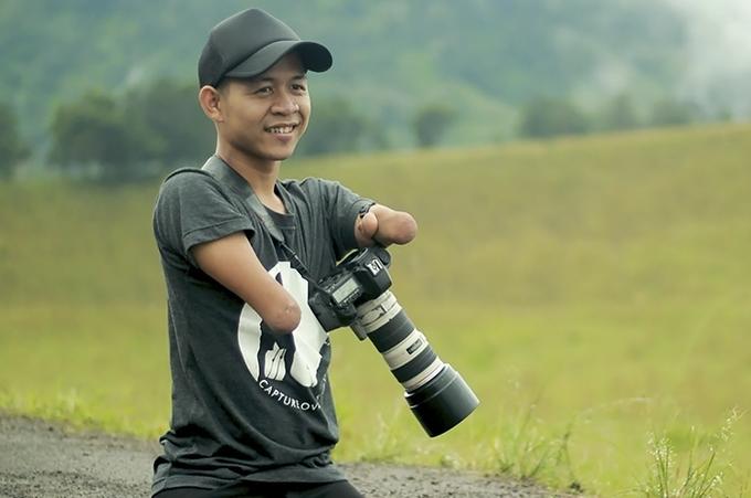 Chàng trai không tay chân trở thành nhiếp ảnh gia nổi tiếng