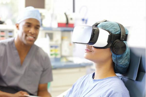 Những hình ảnh trongkính thực tế ảo giúp sản phụ giảm đau khi trải quacơn chuyển dạ. Ảnh: AV