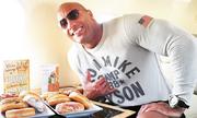 Bữa ăn thịnh soạn lúc 1h sáng của Dwayne Johnson