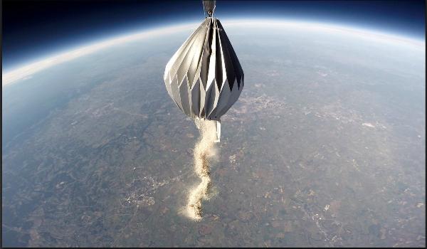 Tro cốt người chết sau khi hỏa táng sẽ đượckhí cầu rải trên bầu khí quyển. Ảnh: TD