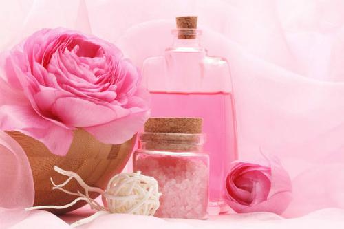 Nước hoa hồng là sản phẩm chăm sóc da nổi tiếng ở Bulgaria và trên toàn thế giới. Ảnh: Fashionlady