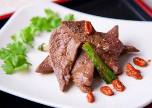 Gan lợn chứa lượng vitamin dồi dào hơn các loại gan khác, là món ănbổ dưỡng. Ảnh: L.M