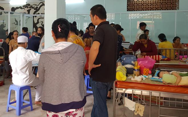 Căng tin Bệnh viện Nhi đồng 1 hiện được chuyển đổi thành phòng điều trị cho trẻ bệnh tay chân miệng. Ảnh: Lê Phương.