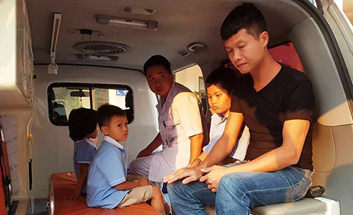Các bé bị ngộ độc chủ yếu học lớp 1 và 2. Ảnh: Lam Sơn.