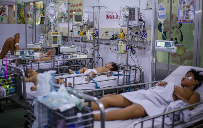 Bệnh nhi mắc chân tay miệng được điều trị tại Bệnh viện Nhi đồng 1. Ảnh: Thành Nguyễn.