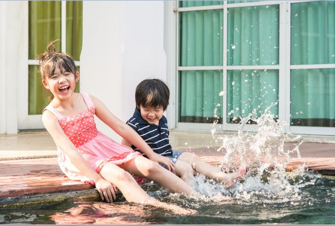 Bổ sung lợi khuẩn (hay Probiotics) giúp bé tăng cường đề kháng. Bé có thể thỏa thích vui chơi mà không lo cảm cúm làm phiền.