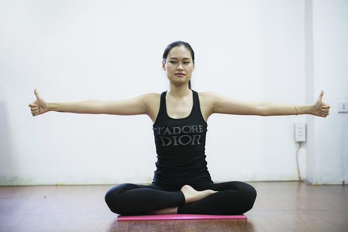 4 động tác chống mỏi mắt của một cô giáo ở Hà Nội