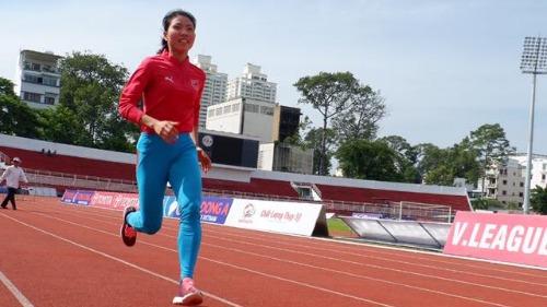 Cô gái vàng điền kinh Việt Nam khổ luyện đôi chân nhảy xa
