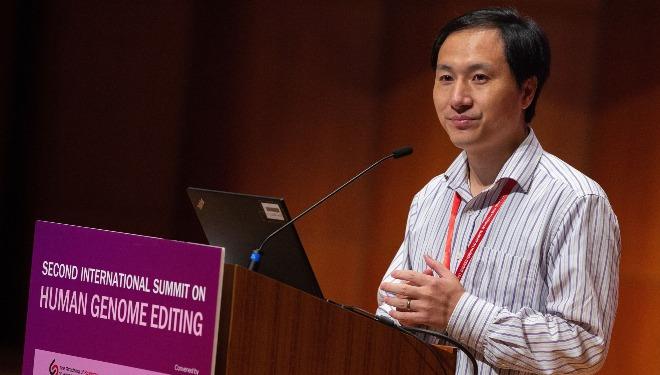 Ông He Jiankui phát biểu trongHội nghị chỉnh sửa hệ gene người tại Hong Kong diễn ra ngày 28/11. Ảnh: TWN