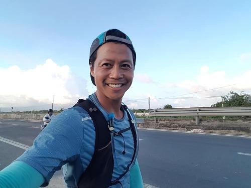 Hành trình chạy bộ từ Hà Nội vào Thành phố Hồ Chí Miinh của anh Dũng trong vòng 40 ngày.