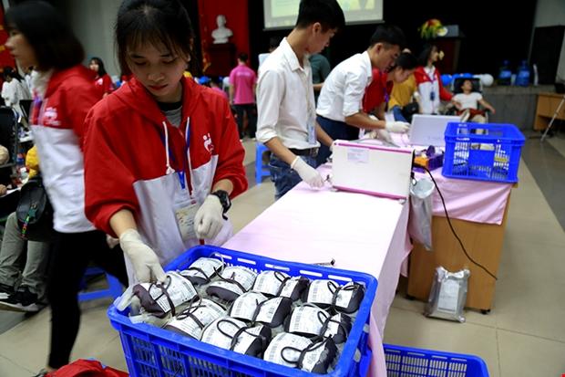 Trong buổi sáng ngày thứ hai của chương trình, ban tổ chức đã tiếp nhận được726đơn vị máu. Ảnh: C.T