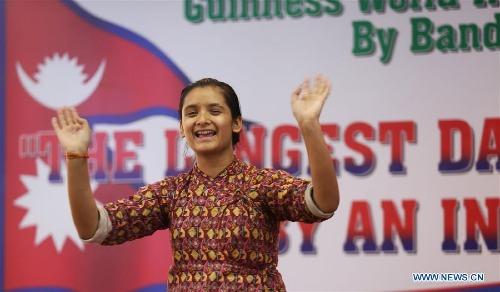 Cô gái Nepal nhảy múa suốt 126 giờ, phá kỷ lục thế giới - ảnh 1