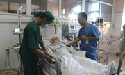 Hơn 30 y bác sĩ trắng đêm cấp cứu 11 người bị tai nạn giao thông