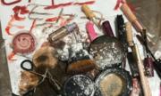 Phụ nữ Hàn Quốc phá hủy mỹ phẩm để theo xu hướng sắc đẹp tự nhiên