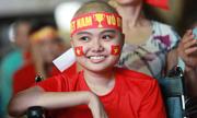 Bệnh nhân quên đau đớn hò reo cổ vũ tuyển Việt Nam