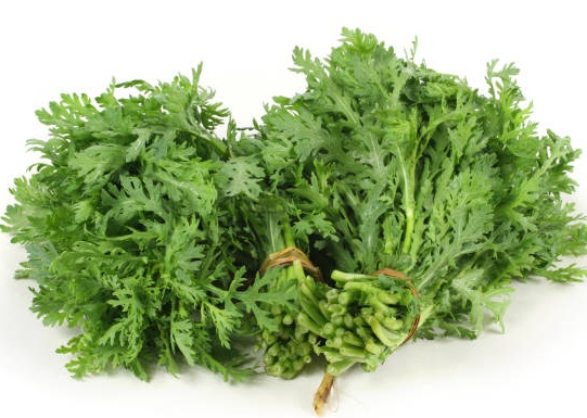 Cải cúc là món ăn quen thuộc vào mùa đông, dễ ăn và dễ chế biến cho mọi đối tượng. Ảnh: iStock