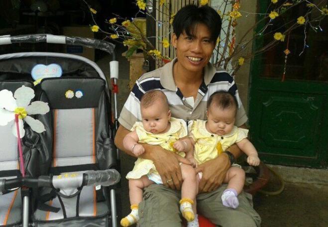 Ảnh Hùng và hai con gái khi còn nhỏ. Ảnh nhân vật cung cấp.