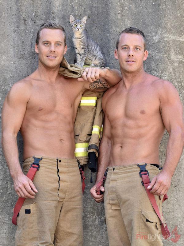Lính cứu hỏa Australia khoe hình thể 6 múi