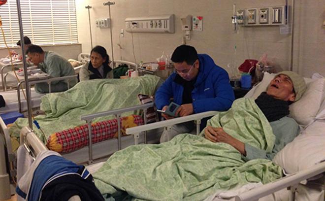Các cụ già đang được điều trị tại Bệnh viện Lão khoa Trung ương. Ảnh: Lê Nga.