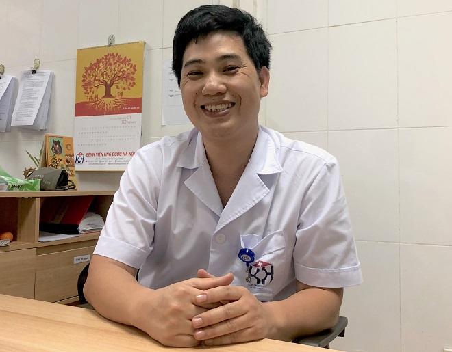 Thạc sĩ, Bác sĩ Thân Văn Thịnh tại phòng làm việc. Ảnh: Thùy An