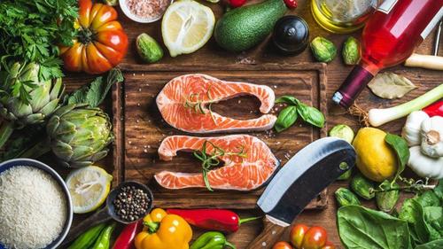 Một số thực phẩm dùng trong chế độ ăn Địa Trung Hải. Ảnh: Everyday Health.