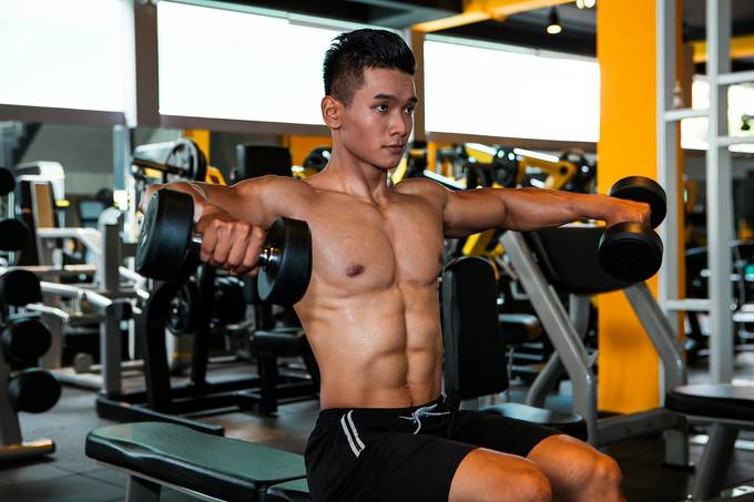 Chàng trai Sài Gòn cơ bụng 6 múi nhờ tập gym hàng ngày