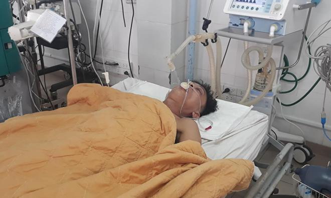 Bệnh nhân Nhật khi đang hôn mê tại Bệnh viện Đa khoa tỉnh Quảng Trị. Ảnh: Hoàng Táo.