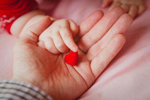 Nghi nhầm bé sơ sinh khi bố mẹ và con khác nhóm máu