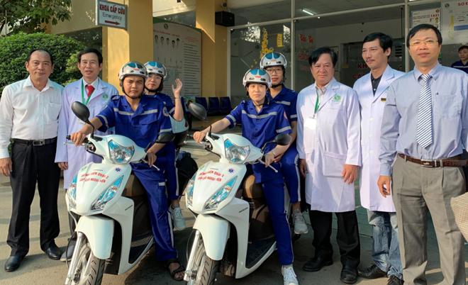 Hai chiếc xe máy trang bị phương tiện sơ cấp cứu, hoạt động thử nghiệm tại Bệnh viện Quận 2, TP HCM từ 30/1. Ảnh: Lê Phương.