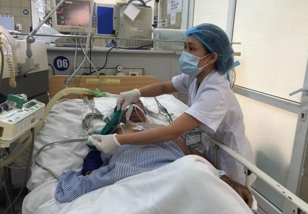Thời điểm cuối năm,trung bình một ngàyTrung tâm Chống độc, bệnh viện Bạch Maitiếp nhận 2-3 ca ngộ độc rượu nhập viện trong các tình trạng khác nhau. Ảnh: Bệnh viện cung cấp.