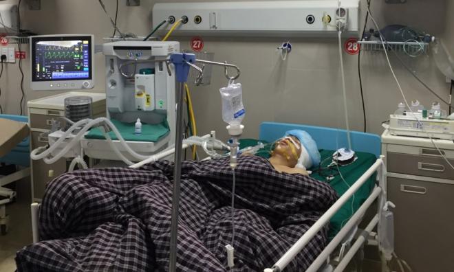 Phòng mổ bệnh viện hoạt động liên tục cứu người bị tai nạn giao thông - ảnh 1
