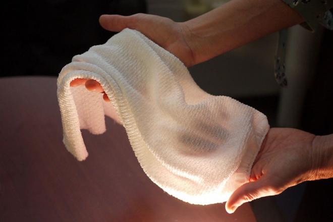 Loại vải được so sánh như ăng ten thu nhận những thay đổi về nhiệt độ và độ ẩm của cơ thể. Ảnh: Technology Review