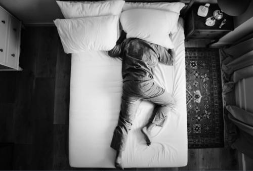 Thiếu ngủ làm tăng nguy cơ ung thư - ảnh 1
