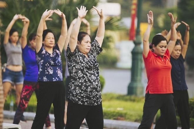 Đa số những người tập thể dục là người cao tuổi, về hưu có nhiều thời gian rảnh. Ảnh: Đình Tùng