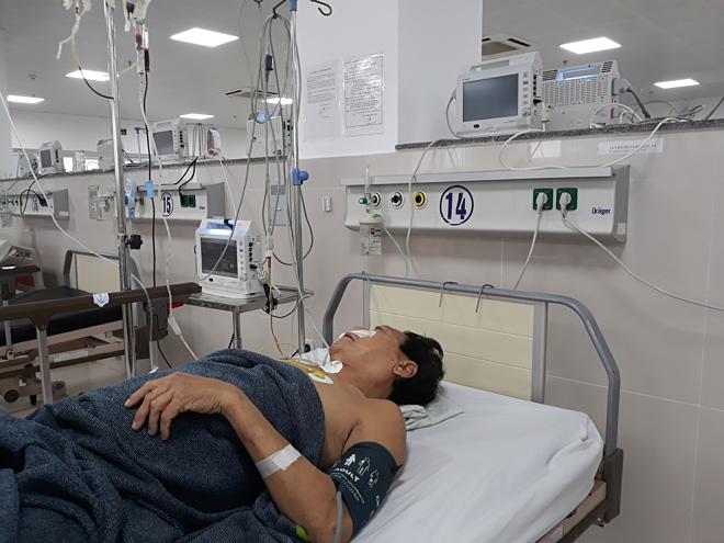 Bác sĩ trắng đêm cấp cứu bệnh nhân bị vỡ u gan - ảnh 1