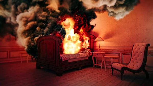 Điều đặc biệt nữa của hiện tượng này là ngọn lửa không gây ra thiệt hại tới các đồ vật xung quanh, cơ thể bốc cháy toát ra mùi hôi thối khó chịu. Ảnh: Science.howstuffworks.