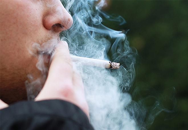 Cách chăm sóc răng miệng khi bạn hút thuốc