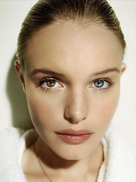 Nữ diễn viên Hollywood - Kate Bosworth có một mắt màu xanh dương và một mắt màu nâu lục nhạt.